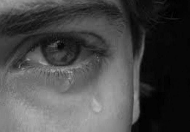 بكاء الميت في المنام على شخص حي