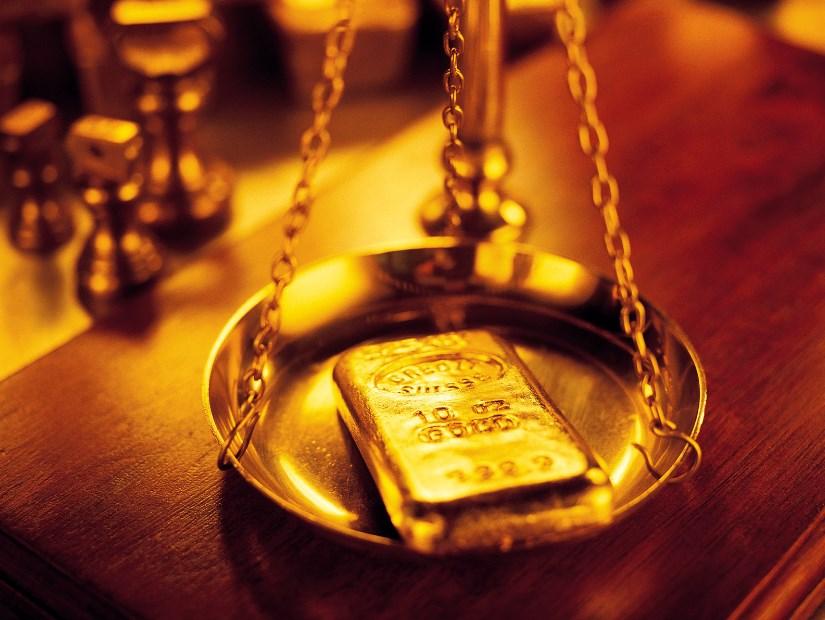 رؤية بيع الذهب في الحلم