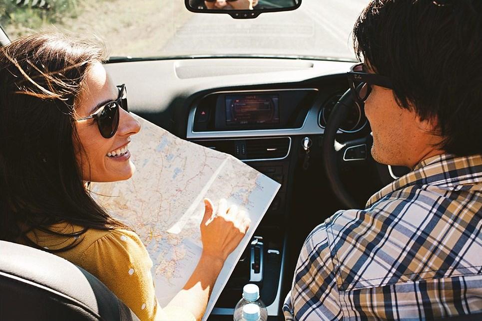 ما هو تفسير حلم ركوب السيارة مع شخص اعرفه