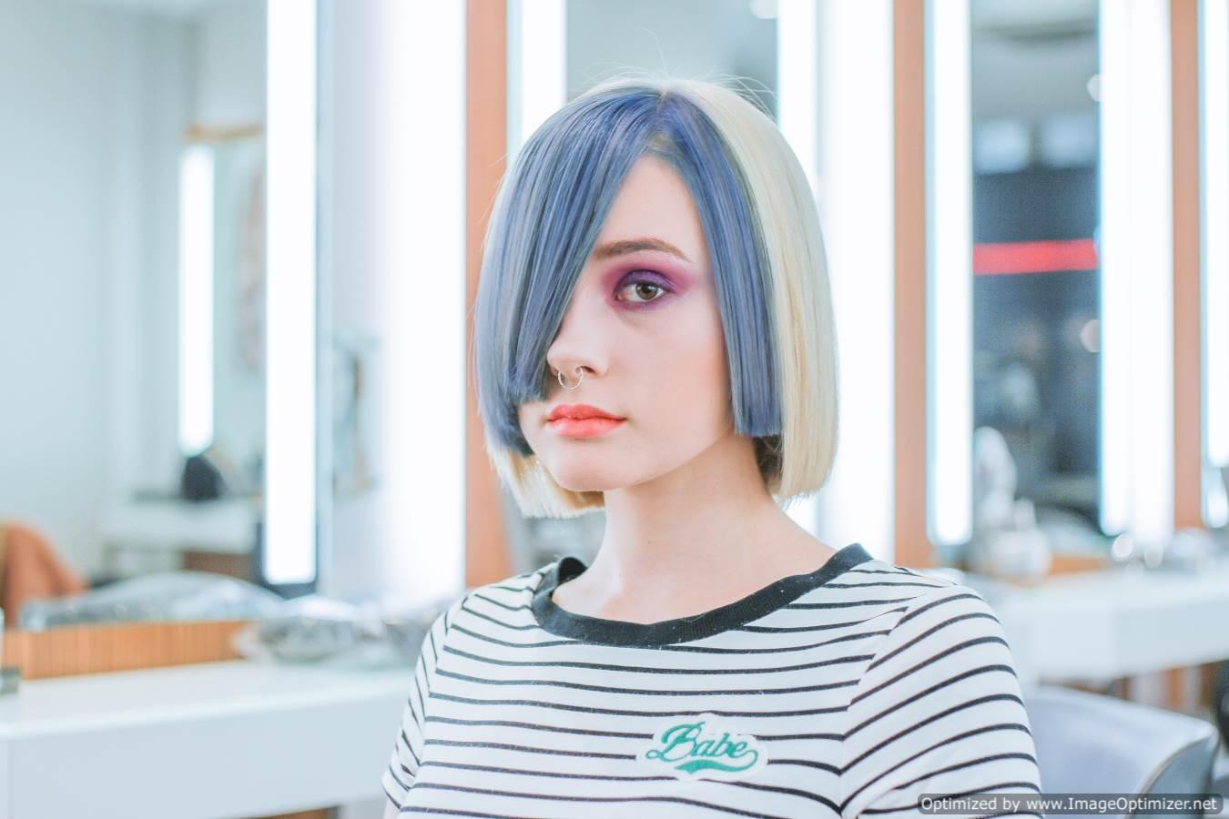 صورة بنت جميلة شعرها ملون وتضع خلق فى انفها