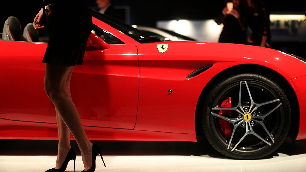 السيارة الحمراء في المنام للعزباء