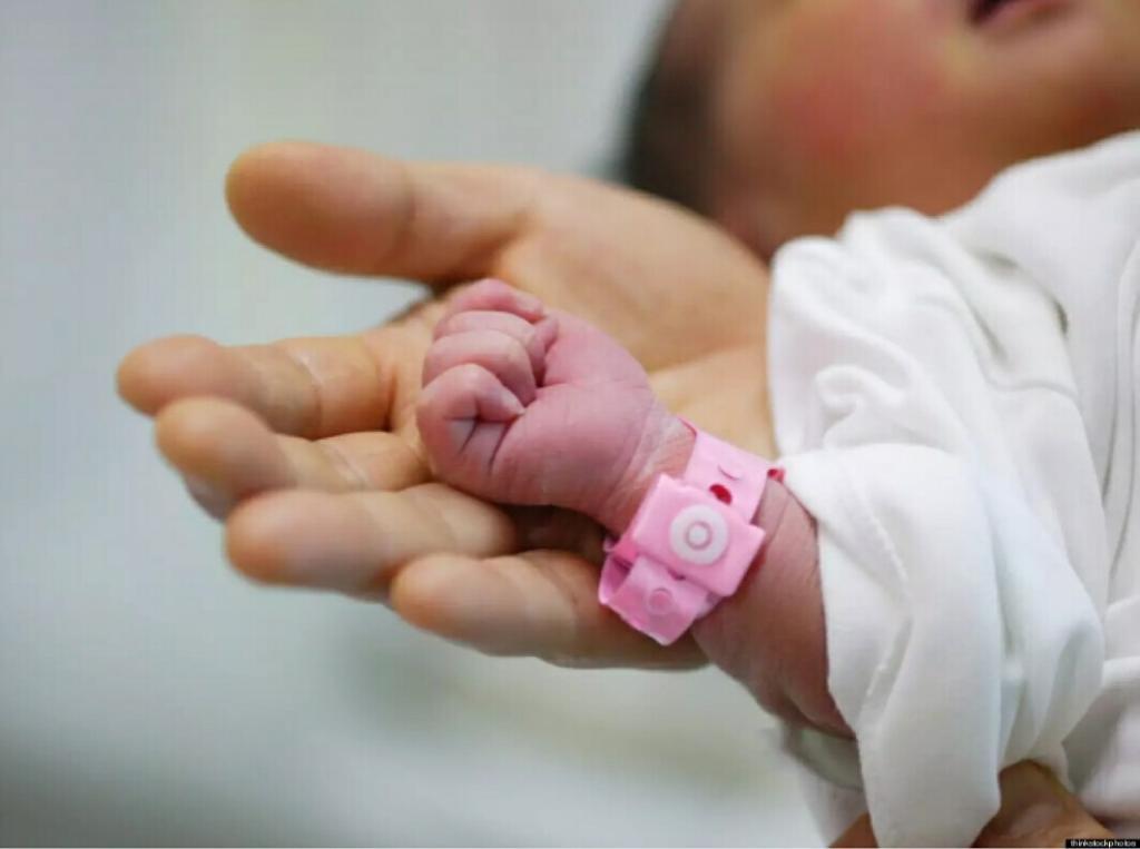 تفسير حلم ولادة طفلة