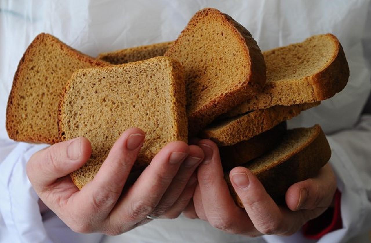 تفسير حلم أخذ الخبز من شخص أعرفه