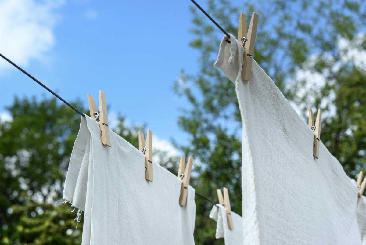 تفسير حلم غسل ملابس شخص آخر