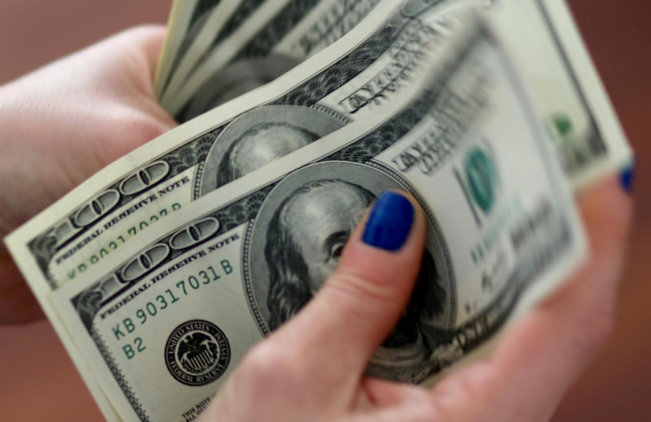 ما معنى شخص يعطيني المال في المنام لابن سيرين موقع مصري